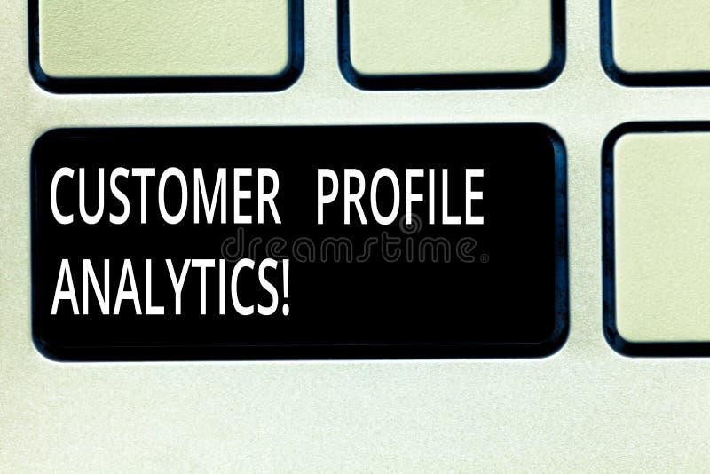 Запись аналитика конфигурации клиента показа примечания Конфигурация клиента фото дела showcasing или изучение конъюнктуры рынка  стоковое изображение