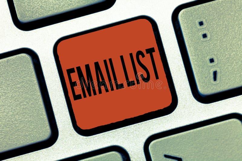 Запись данных по контактов фото дела списка электронной почты показа примечания showcasing для отправки электронной корреспонденц стоковые изображения rf