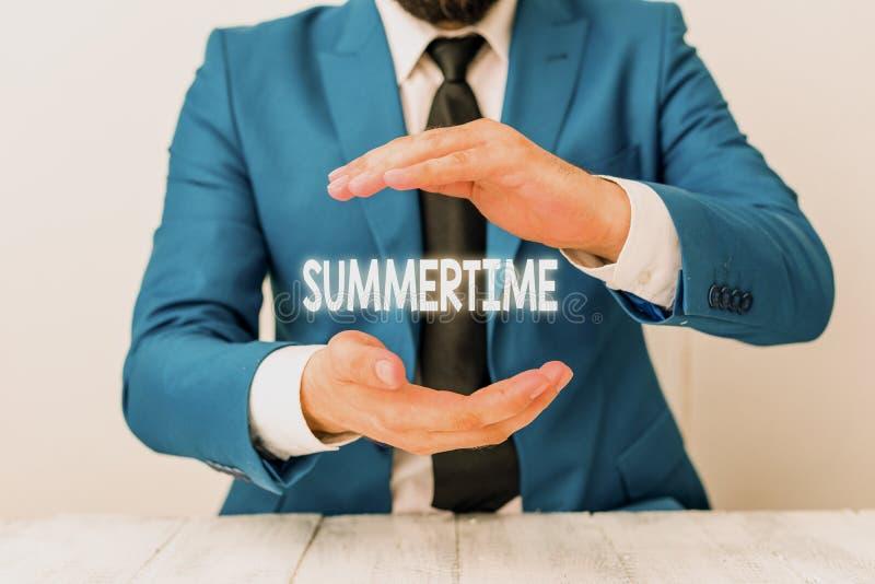 Запись заметки, показывающая лето Бизнес-фотосессия Longer daylight Tropical сезон Мероприятия на пляже Vacation Man стоковая фотография