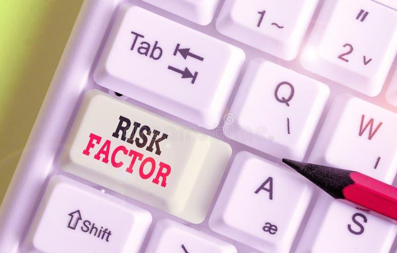 Запись, показывающая фактор риска Бизнес-фото, демонстрирующее поведение условия или другой фактор, повышающий опасность стоковые изображения rf