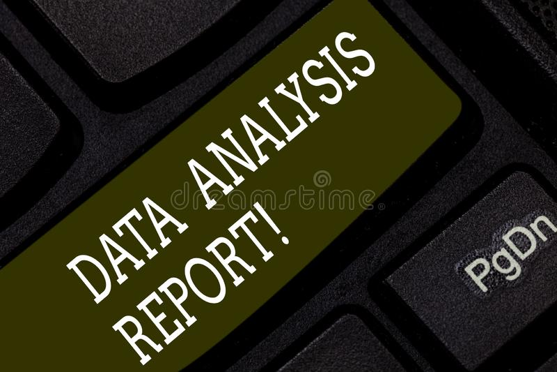 Запись примечания показывая отчет об анализа данных Данные по фото дела showcasing на процессе оценивать данные стоковые фотографии rf