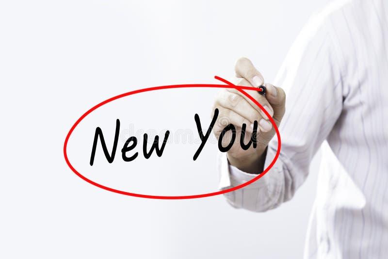 Запись руки бизнесмена новая вы с отметкой над прозрачным стоковые фото