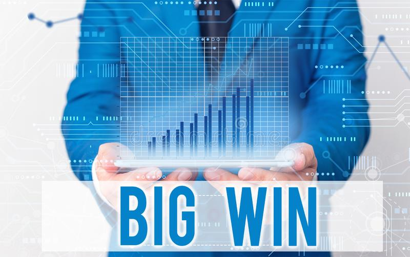 Запись текста в формате Word - большая победа Бизнес-концепция за получение важного приза Деньги, выигрываемые успехом в игре стоковые изображения