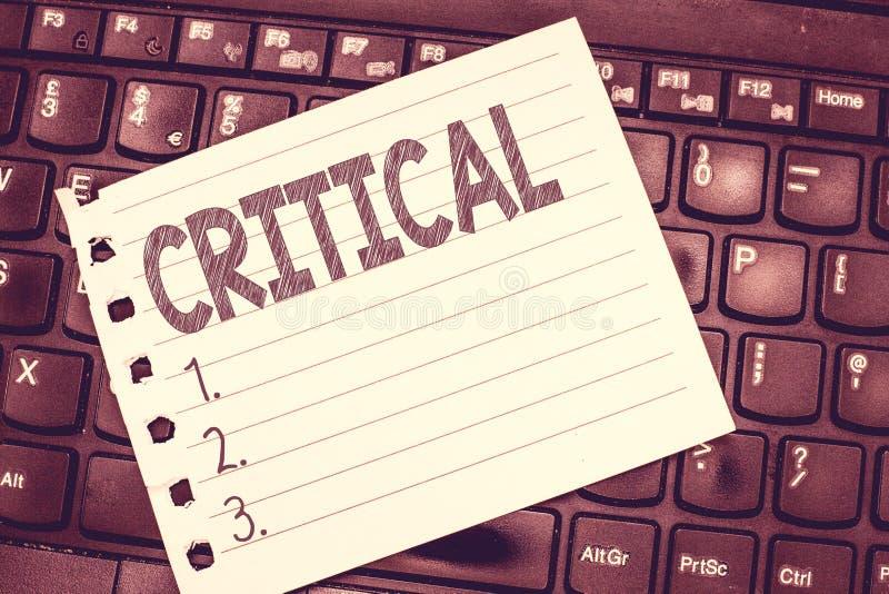 Запись текста почерка критическая Смысл концепции выражая неблагоприятный осуждать комментирует разочарование суждений стоковые фото