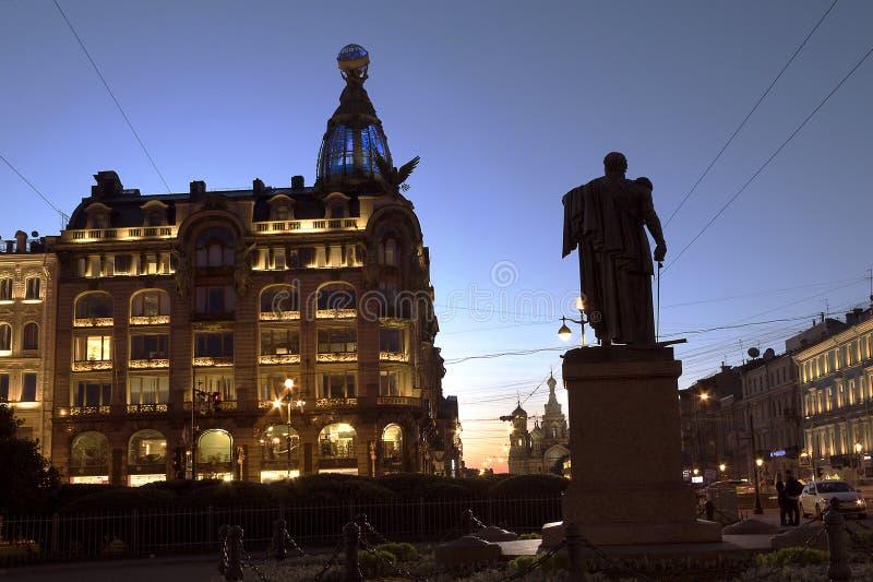 Запишите дом Zinger на Святом-Perersburg России перспективы Nevsky стоковое фото