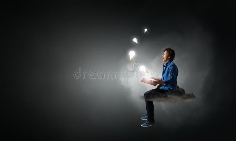 Download Запишите что принимает вас далеко от реальности Мультимедиа Стоковое Фото - изображение насчитывающей прочитано, сновидение: 81808656