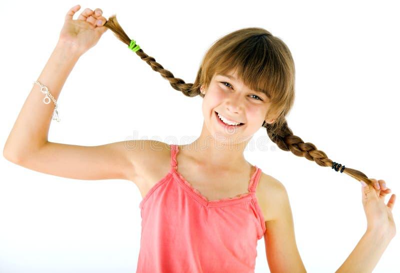заплетает девушку счастливую стоковая фотография rf