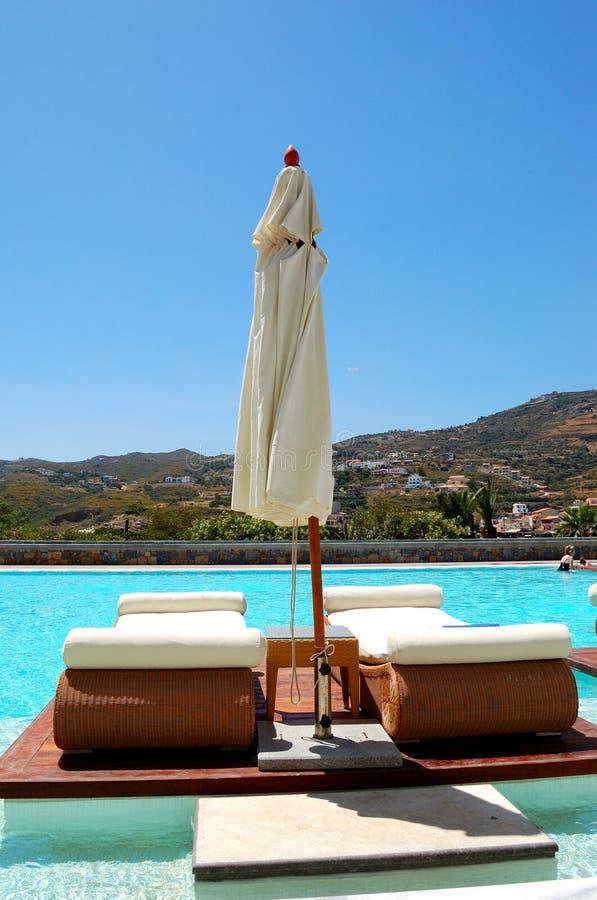 заплывание бассеина гостиницы роскошное самомоднейшее стоковое изображение