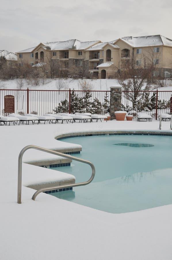 Download заплывание снежка бассеина квартир Стоковое Фото - изображение насчитывающей курорты, бассеин: 17623044