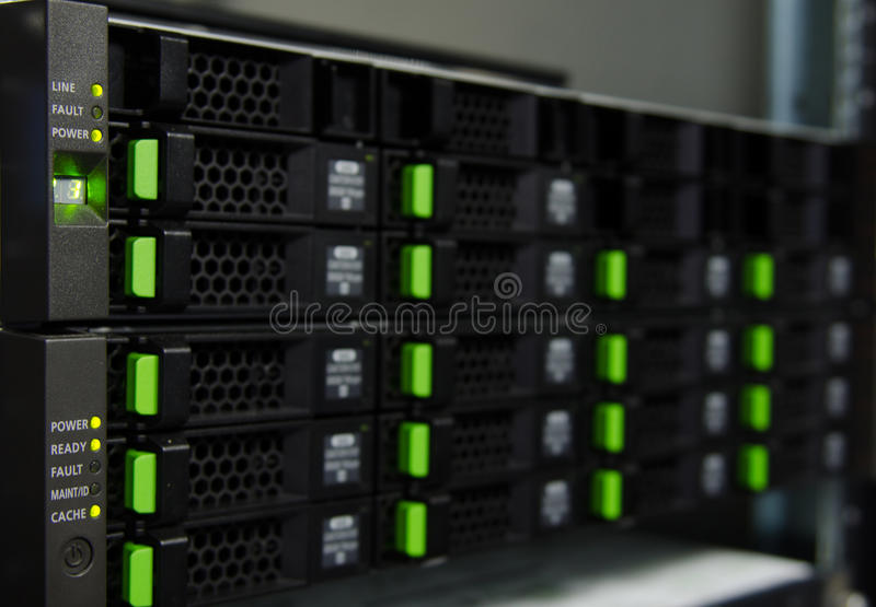 Запоминающее устройство массива в центре данных стоковое изображение