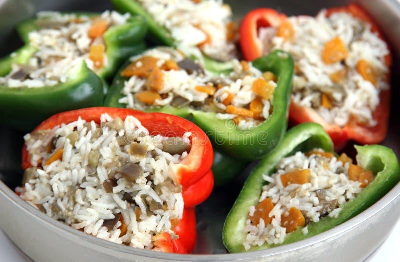 Заполненные перцы с рисом и овощами стоковое фото rf