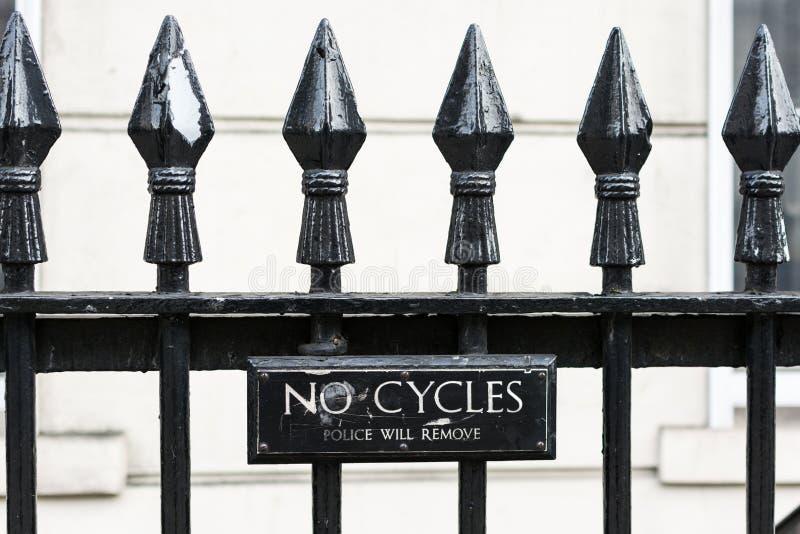 Запрещенные велосипеды - полиция извлечет стоковые фотографии rf