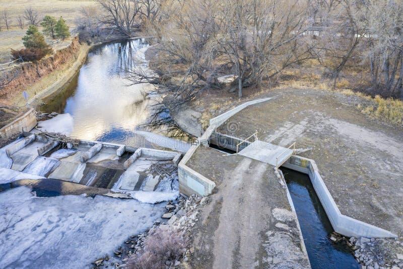 Запруда диверсии реки сверху стоковая фотография rf