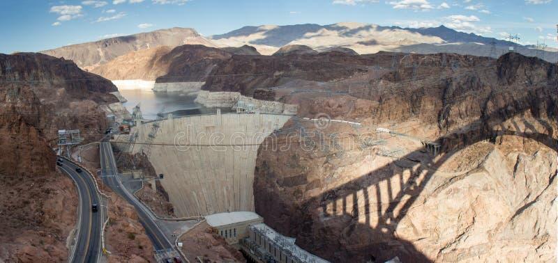 Запруда Hoover с тенью моста th близрасположенного стоковые фотографии rf