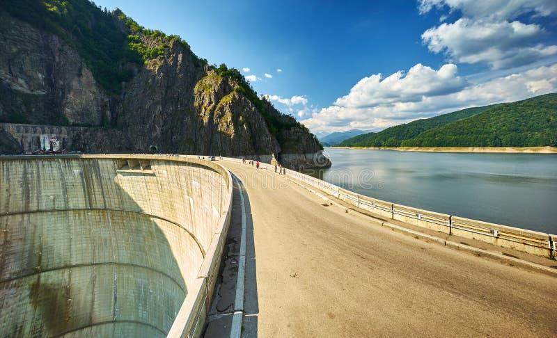 Запруда и озеро Vidraru стоковая фотография rf
