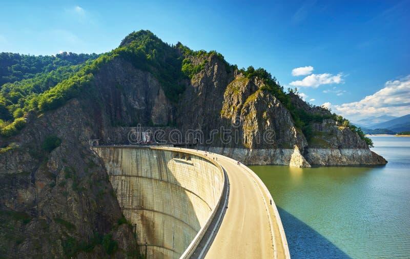 Запруда и озеро Vidraru стоковая фотография