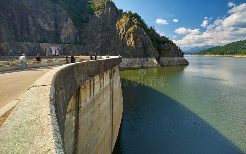Запруда и озеро Vidraru стоковое изображение