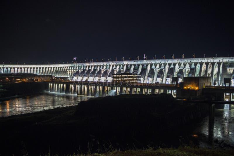 Запруда на ноче - Foz Itaipu сделайте Iguaçu - Бразилию стоковые фото