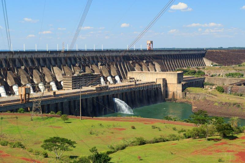 Запруда Itaipu электростанции, Бразилия, Парагвай стоковое фото