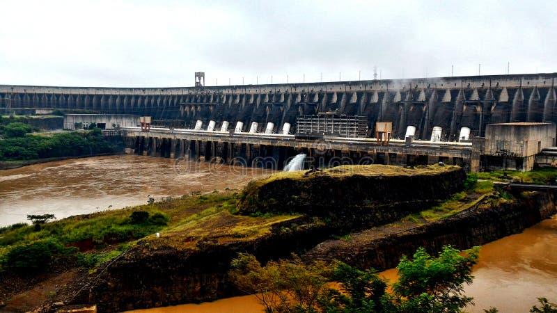 Запруда Itaipu - Foz делает Iguaçu/Бразилию стоковая фотография