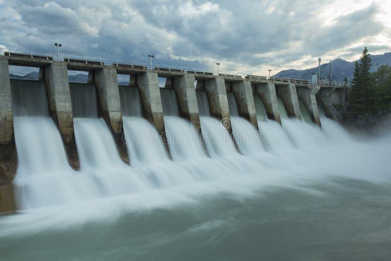 Запруда w7 Kananaskis гидро электрическая стоковая фотография rf