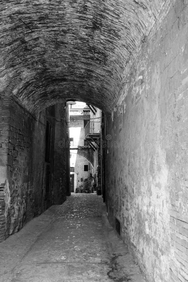 Запустелая улица в центре narni стоковое изображение rf