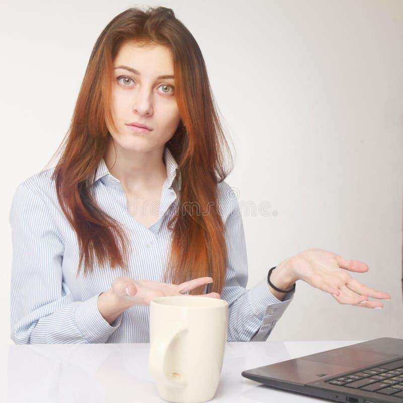 Запутанность (психологический портрет, язык жестов, показывать) стоковая фотография