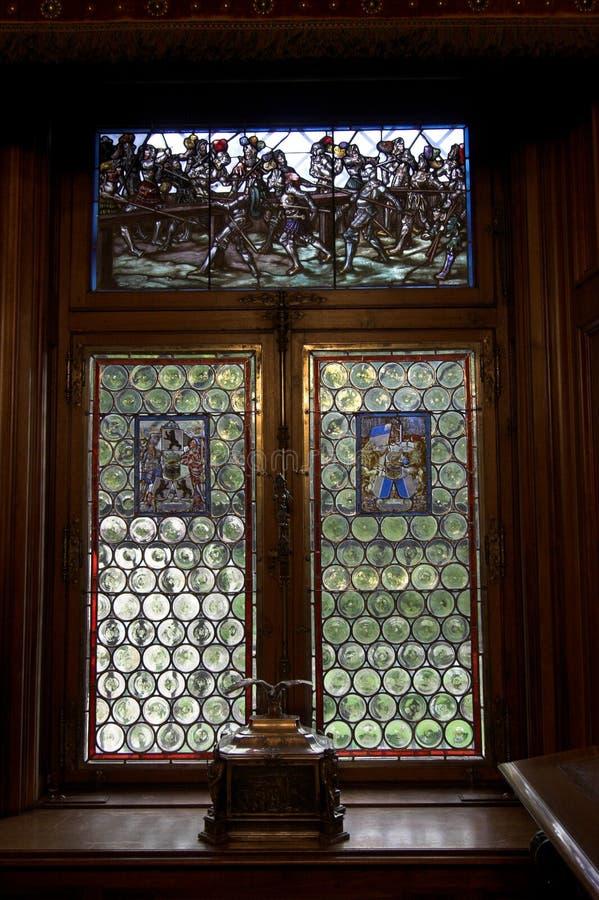 Download запятнанное стекло стоковое изображение. изображение насчитывающей замок - 6861303