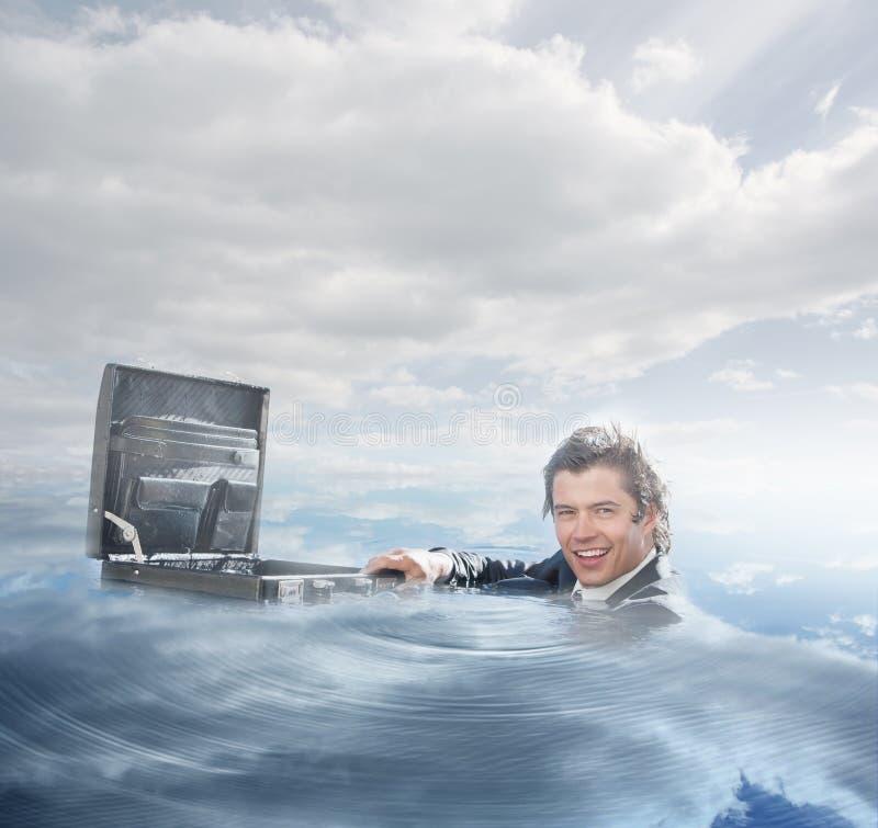 Заплывание бизнесмена в воде стоковая фотография