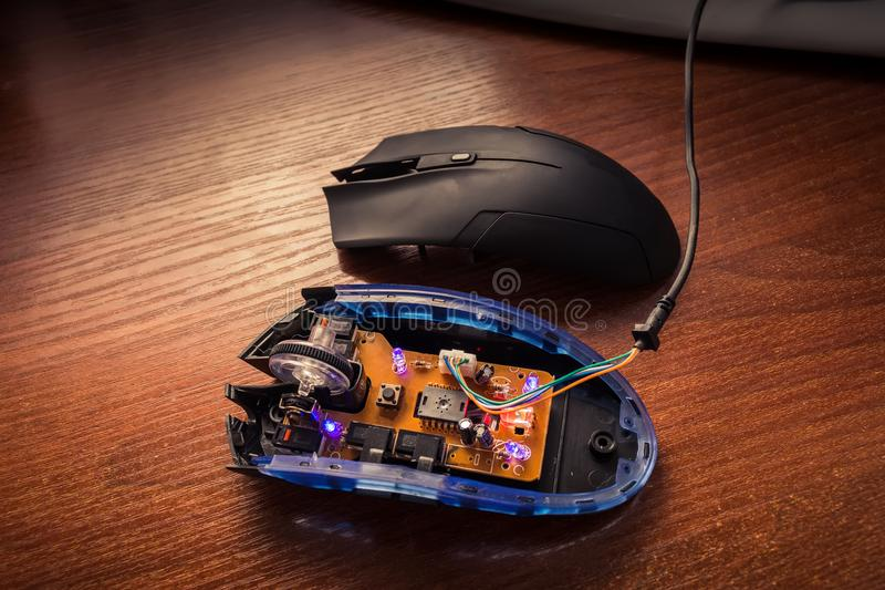 Зарево диодов на взорванной мыши компьютера стоковое фото rf