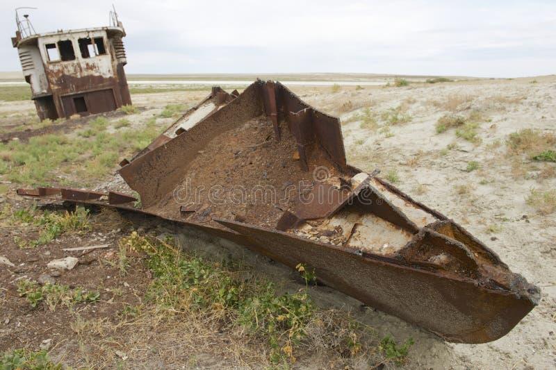 Заржаветые остатки рыбацких лодок, Aralsk, Казахстана стоковая фотография