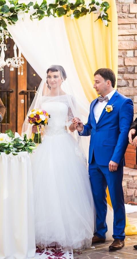 Зароки свадьбы на церемонии стоковое фото