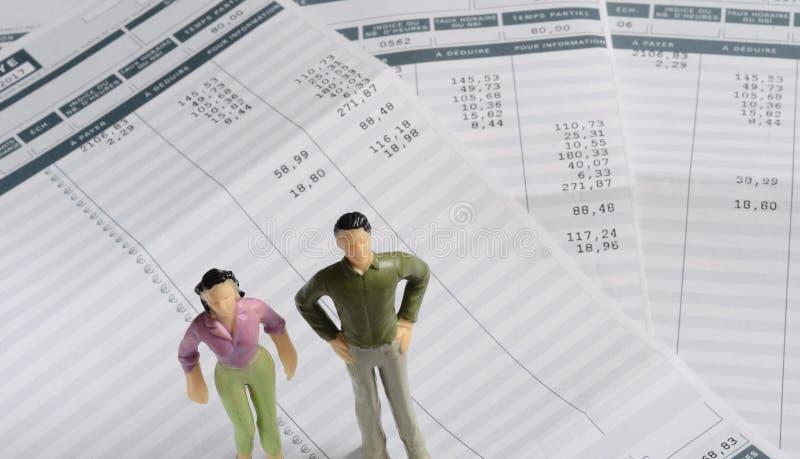 Зарплата евро и figurine женщины и человека стоковое изображение