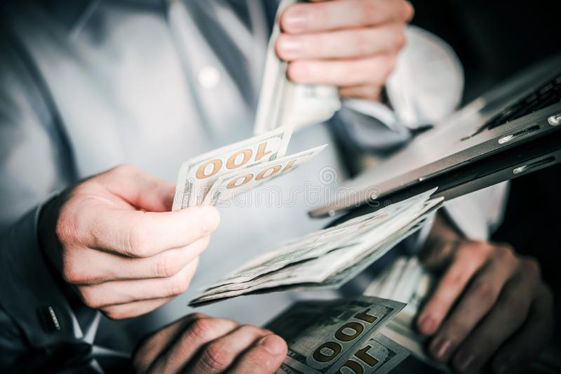 Зарплата работника офиса стоковое изображение