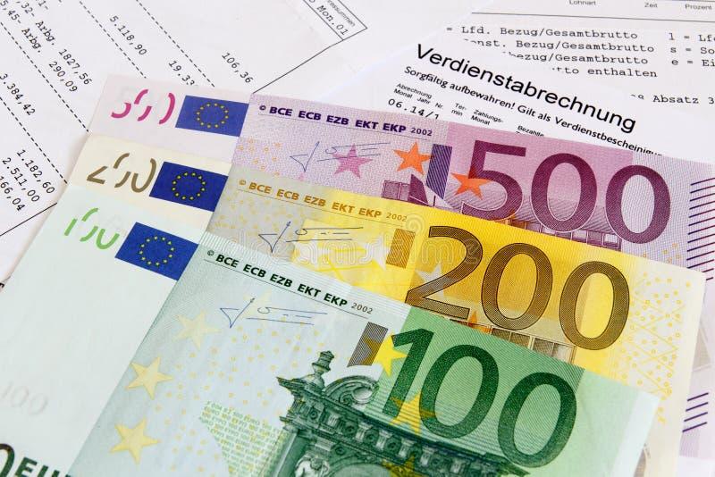 Зарплата с банкнотами стоковая фотография