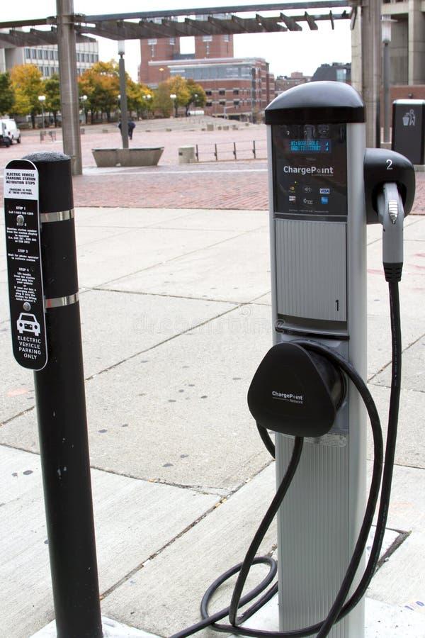 Зарядная станция электрического автомобиля стоковое изображение rf