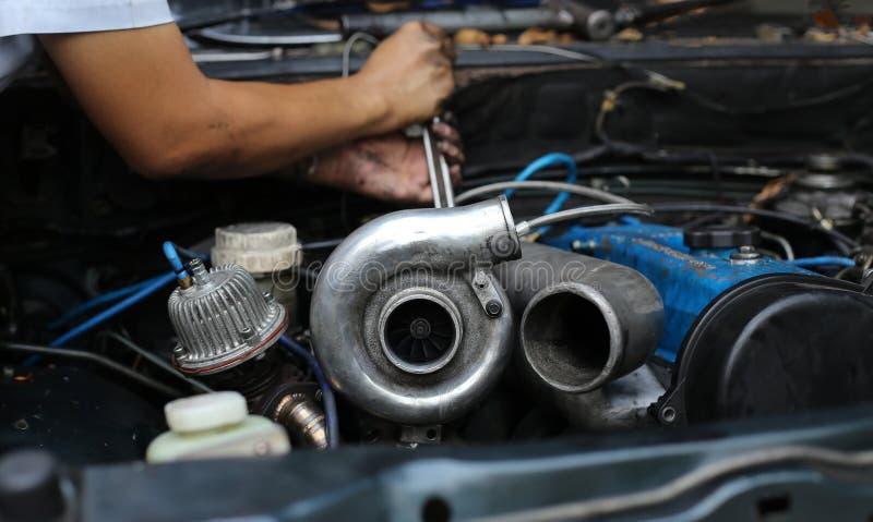 Заряжатель Turbo на двигателе автомобиля стоковое изображение rf