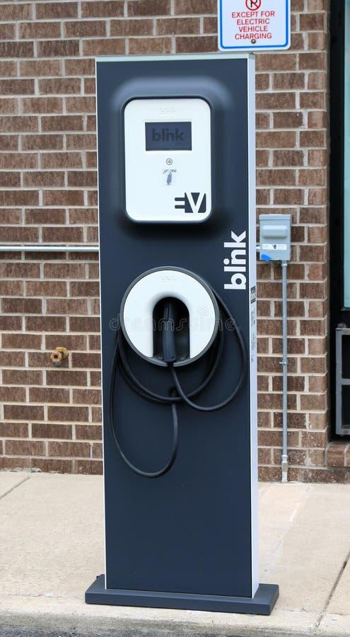 Зарядная станция электротранспорта мерцания стоковые фотографии rf