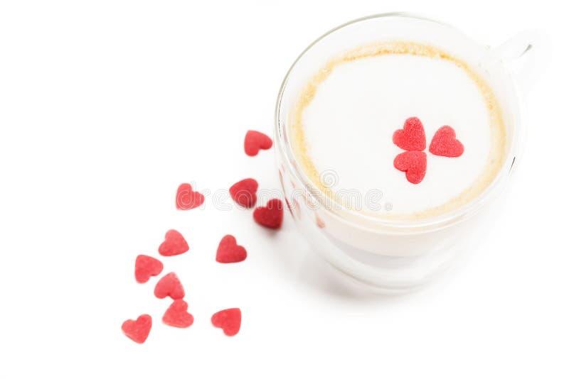 Сердца сахара на эспрессо с пеной молока стоковое изображение rf