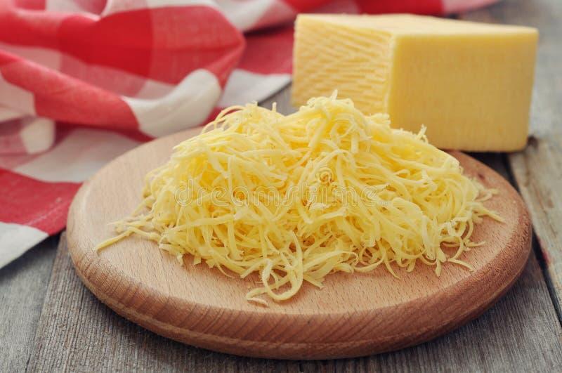 Заскрежетанный сыр стоковое фото rf