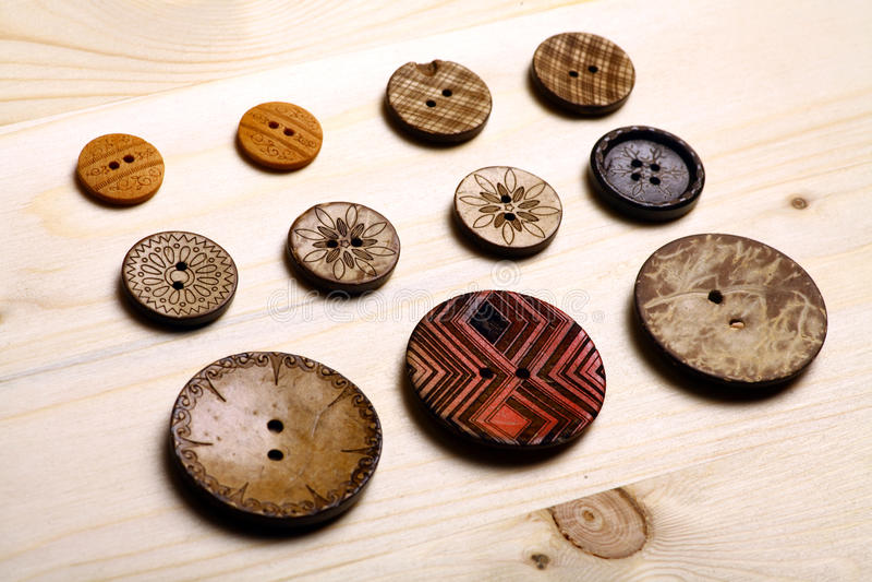 Download застегивает деревянной стоковое фото. изображение насчитывающей fasteners - 41652872