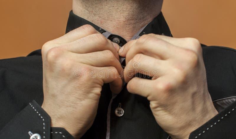 Застегивать черную рубашку стоковые фотографии rf