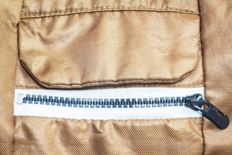 Застегнутое на молнию карманн на пальто стоковое фото rf