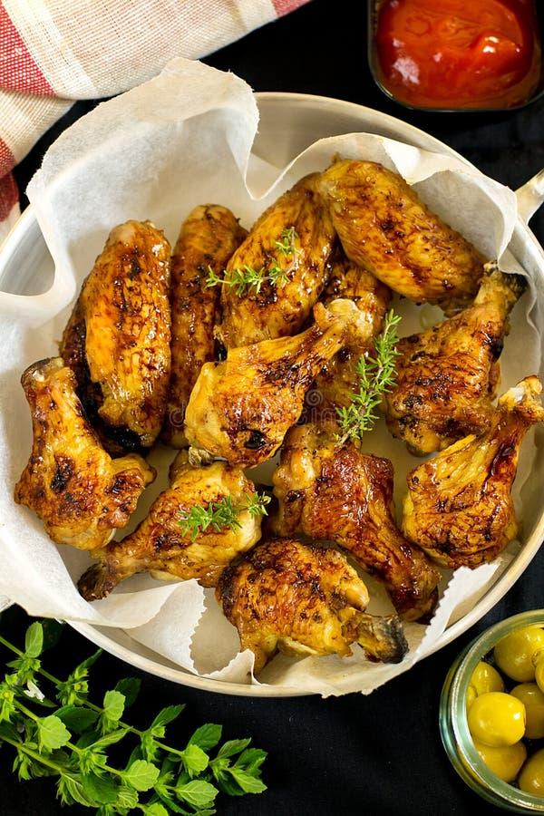 Застекленные drumsticks и крыла цыпленка стоковые фотографии rf