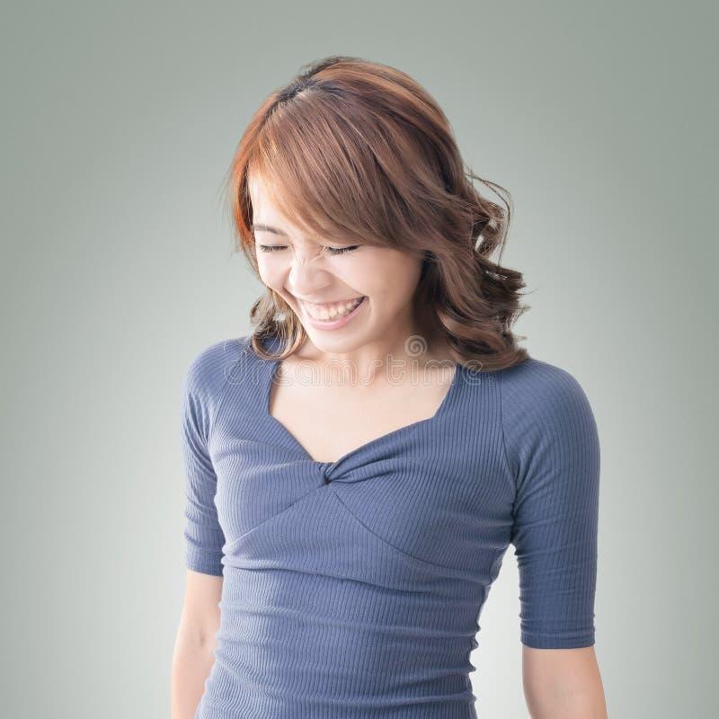 Застенчивый азиатский усмехаться девушки стоковая фотография rf