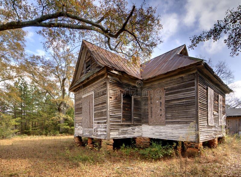 засуженная дом стоковое изображение rf