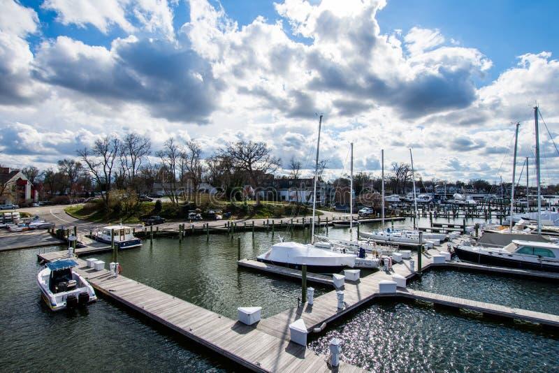 Затаите область Аннаполиса, Мэриленда на пасмурный весенний день с s стоковые фото