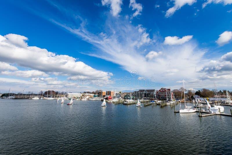 Затаите область Аннаполиса, Мэриленда на пасмурный весенний день с s стоковые фотографии rf