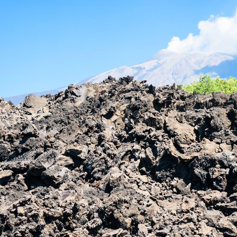Затвердетый лавовый поток после извержения Этна вулкана стоковые фото