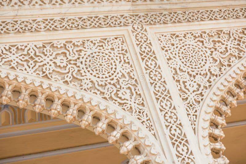 Затейливая архитектура дворца города стоковая фотография